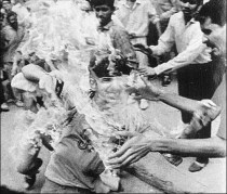 2011-04-28-A_Sikh_boy_being_burnt_alive_1984
